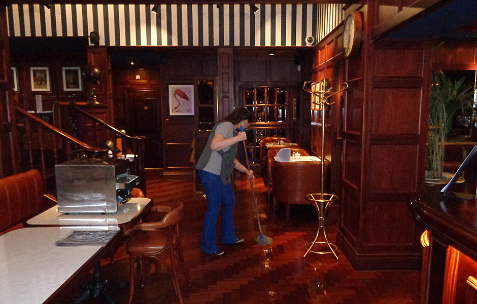 Bar Cleaning Service : Restaurant bar cleaning intrinsic uk